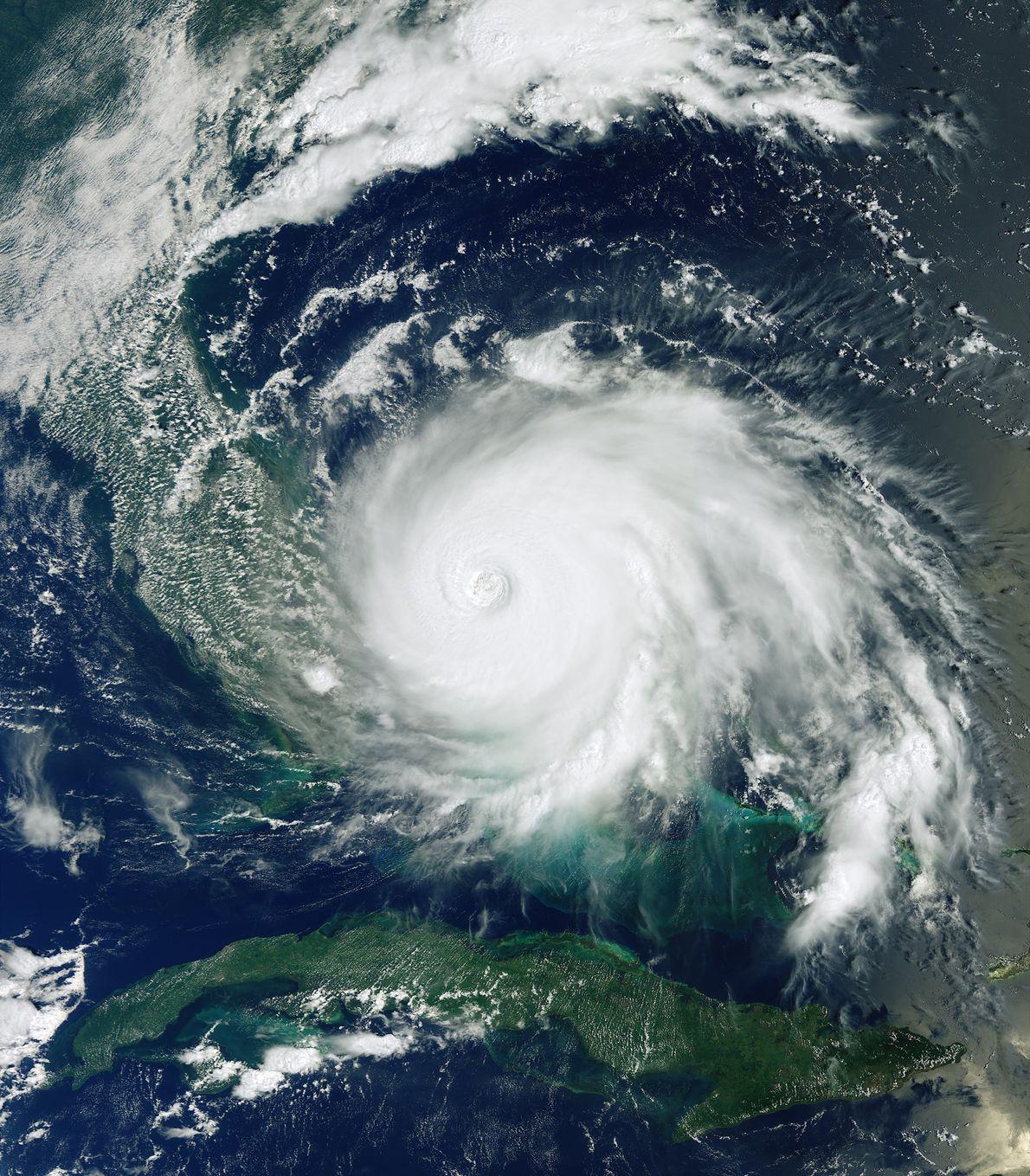 El huracán Dorian, una de las tormentas del Atlántico más poderosas jamás registradas, se estrelló contra ...
