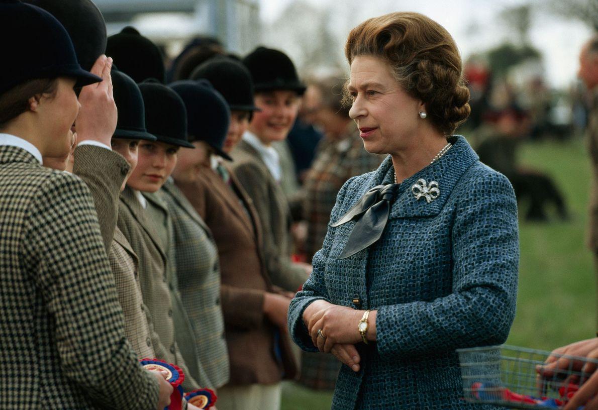 La reina es famosa por su amor a los caballos y nunca se pierde el Derby ...