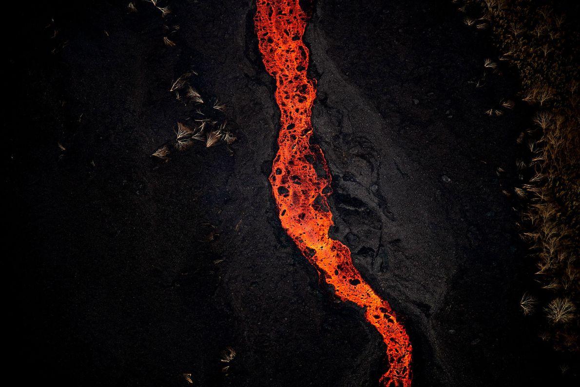 La lava adopta diferentes texturas según la temperatura que tiene al salir a la superficie, lo ...