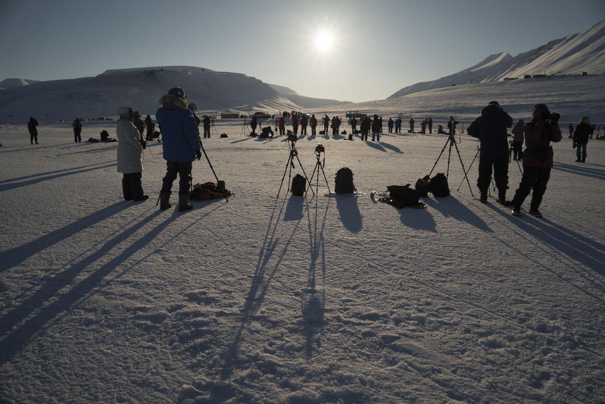 El primer eclipse solar que fotografió Stan Honda fue en marzo de 2015 en Longyearbyen en …