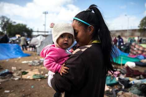 Me encuentro con Cristina y la pequeña Marta después de que la lluvia empapa la caravana ...