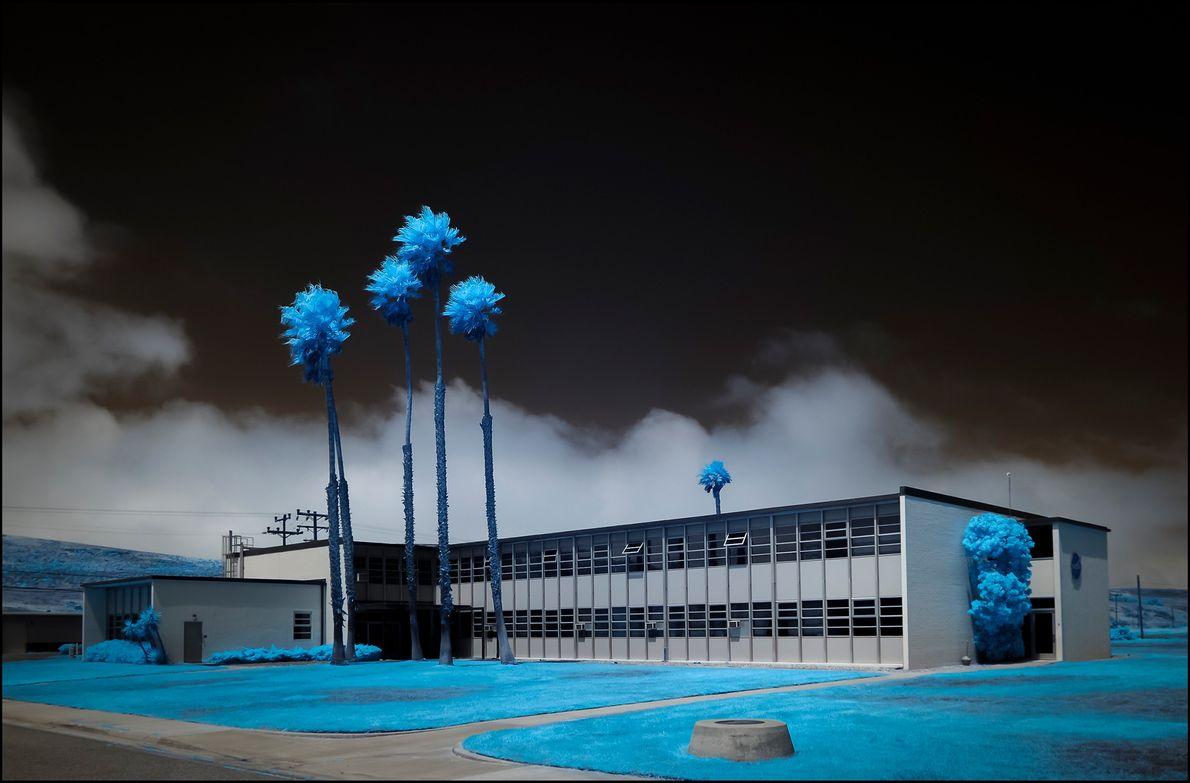 El paisaje que rodea un edificio de oficinas de la NASA en la Base de la ...