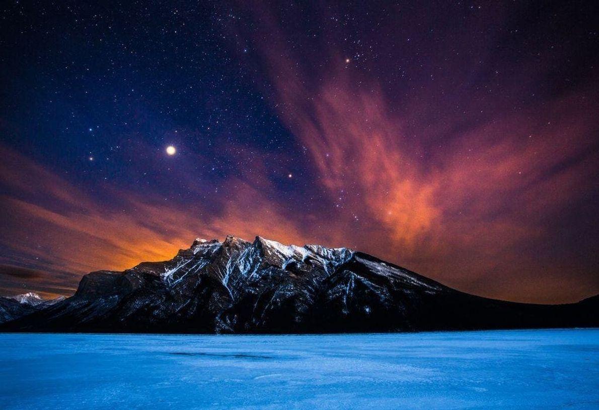 La cordillera Fairholme se encuentra en las Rocosas canadienses, en el parque nacional de Banff, en ...