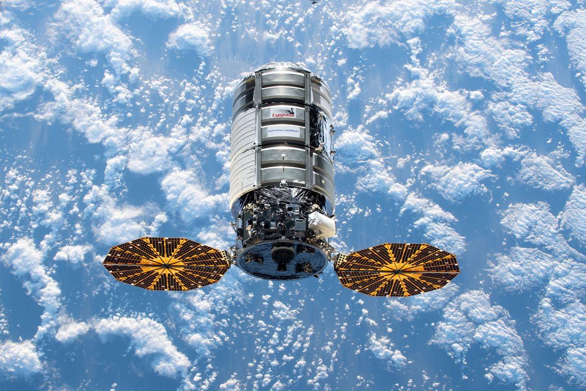 El cargador espacial estadounidense Cygnus se acerca a la Estación Espacial Internacional con más de cuatro ...