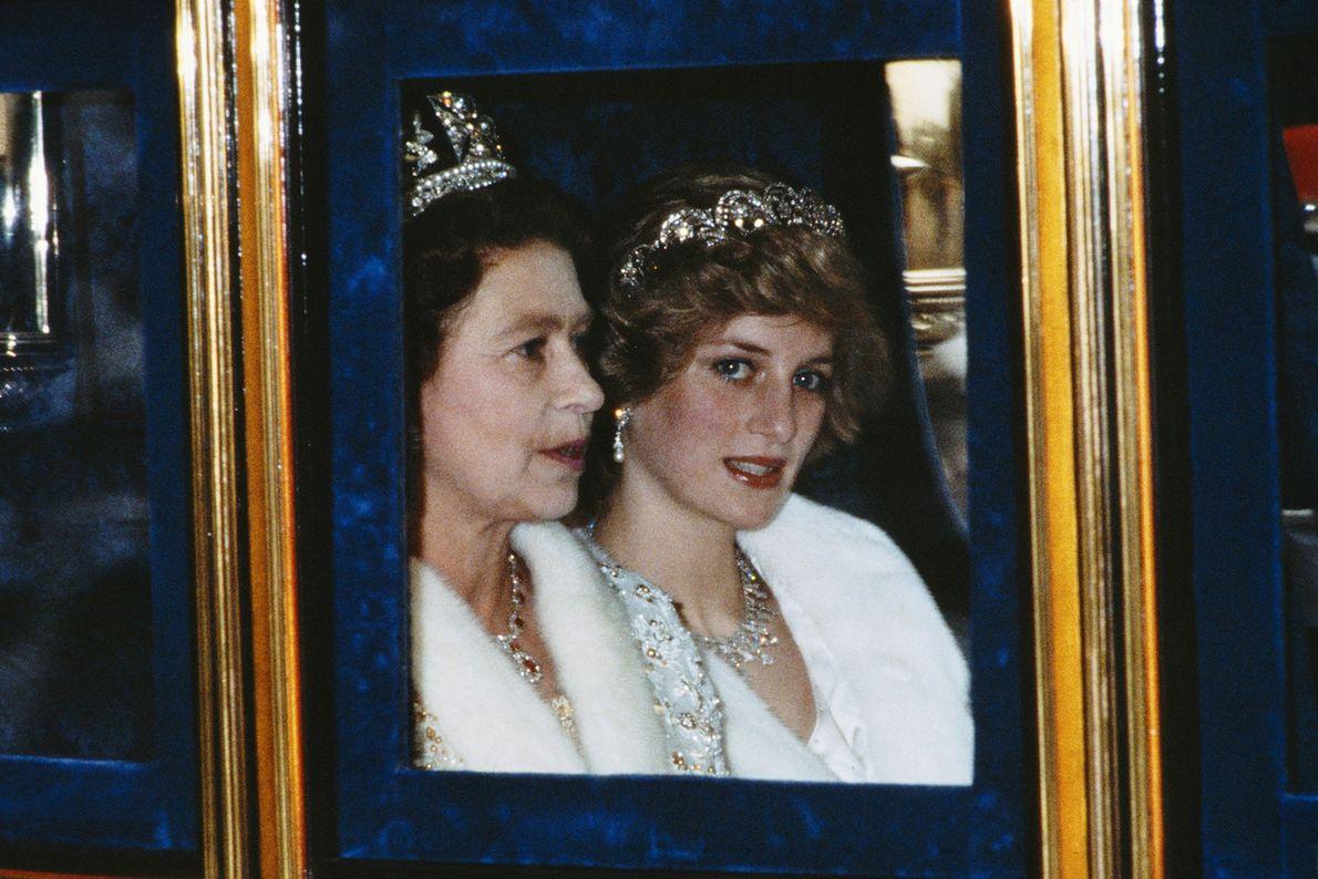 El matrimonio de su hijo Carlos con Diana Spencer fue un arreglo dinástico organizado por los ...