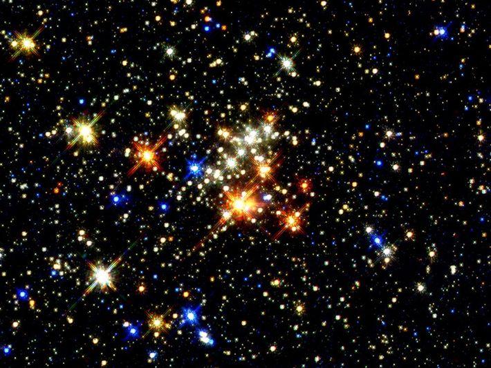 CÚMULO QUÍNTUPLE - Una imagen tomada por el telescopio espacial Hubble da la vista más clara ...