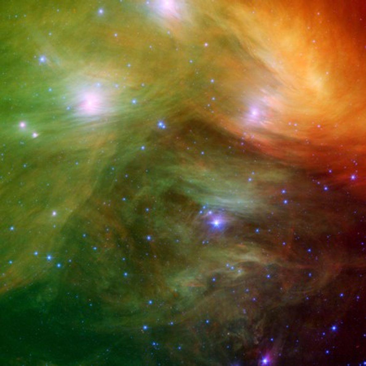 PLÉYADES - Una imagen infrarroja revela nubes de polvo envolviendo las estrellas de las Siete Hermanas, ...