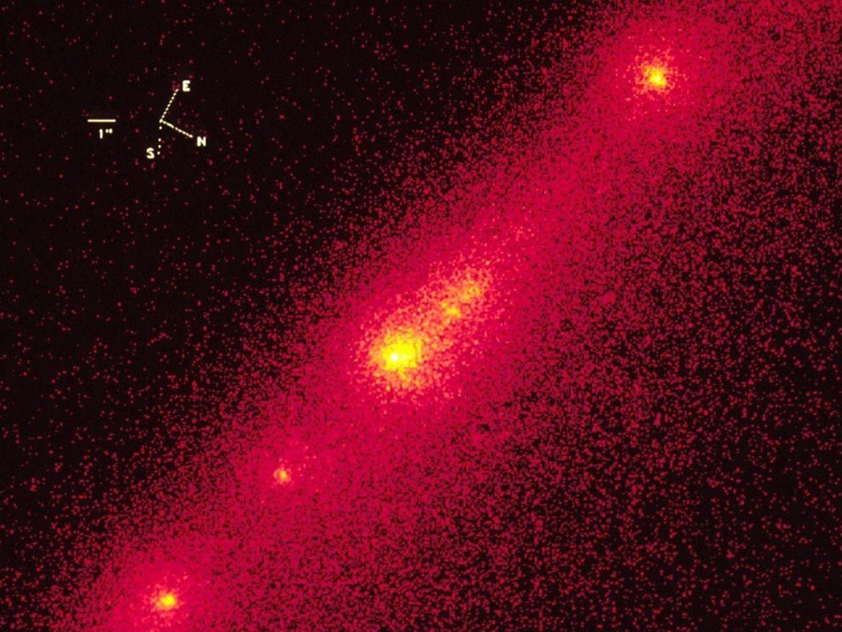 Esta ampliación de una imagen tomada por el telescopio Hubble Space en 1993 muestra los núcleos ...