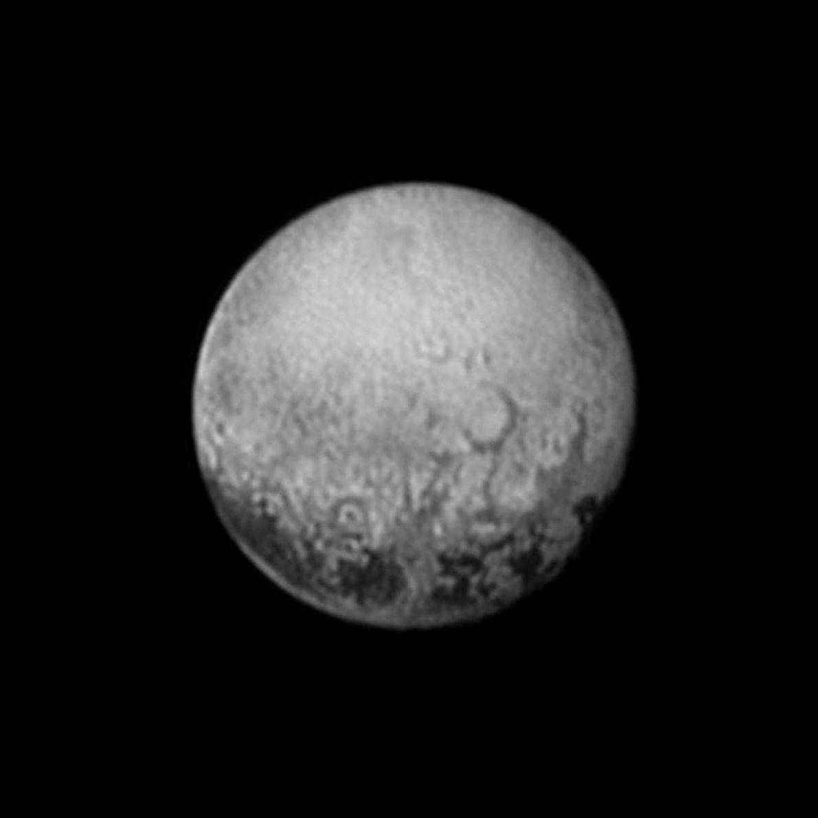El 11 de julio de 2015, la New Horizons echó un último vistazo a la cara ...