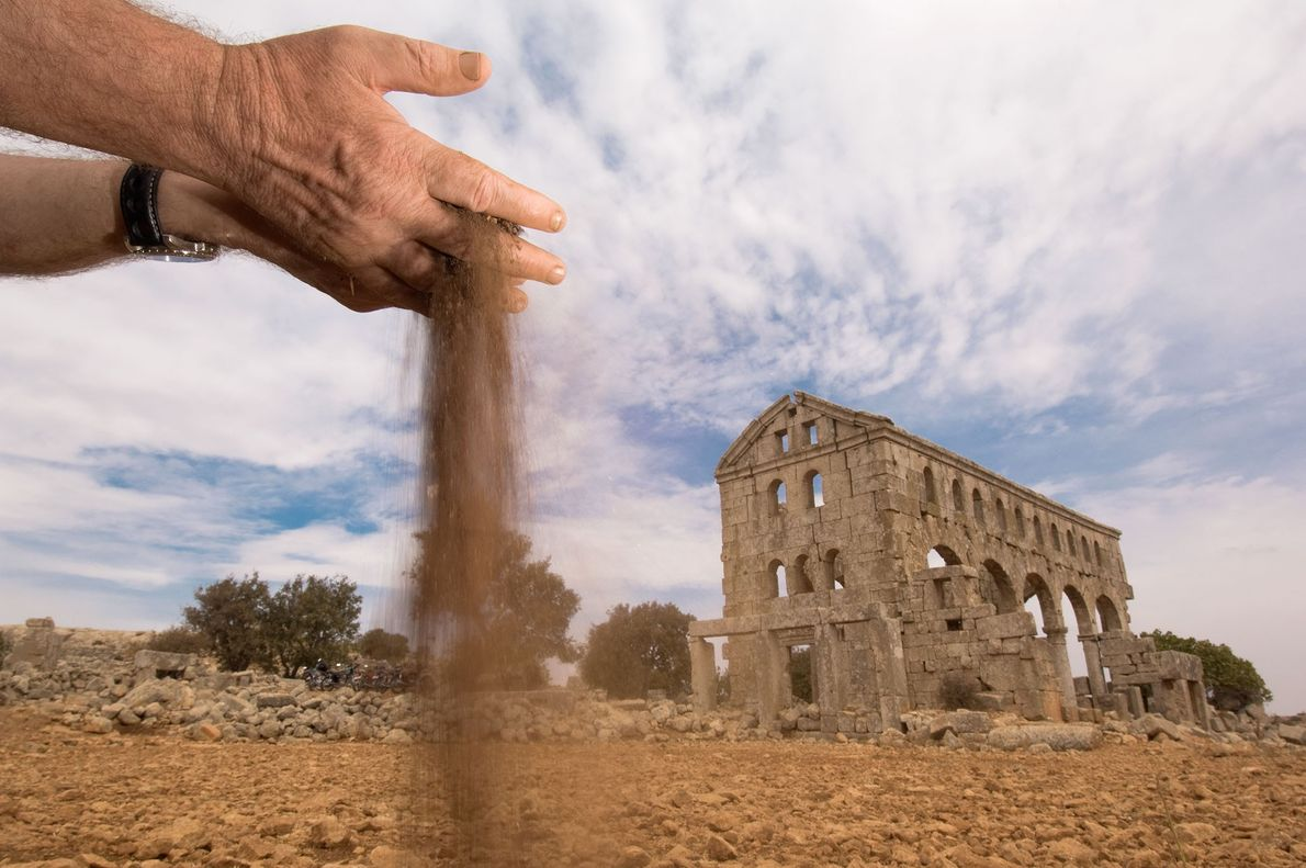 Los suelos áridos rodean las Ciudades Muertas, docenas de antiguas ruinas bizantinas abandonadas que una vez ...