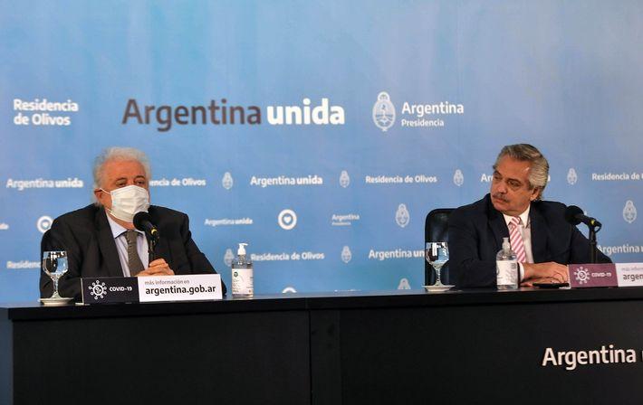 El ministro de Salud de la Nación, Ginés González García y el Presidente de la Argentina, ...