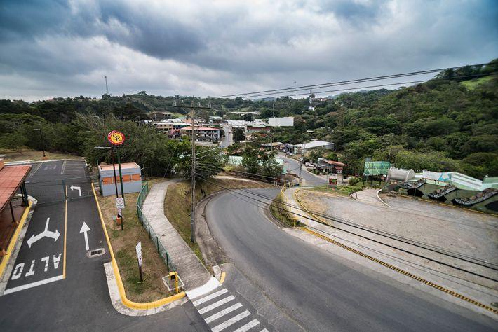 Santa Elena, el pueblo que sirve al área alrededor de Monteverde, normalmente está lleno de turistas que ...