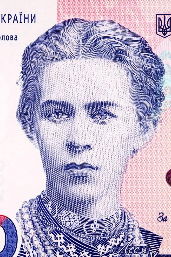 En Ucrania, el billete de 200 hryvnia rinde homenaje a una de sus escritoras feministas más ...