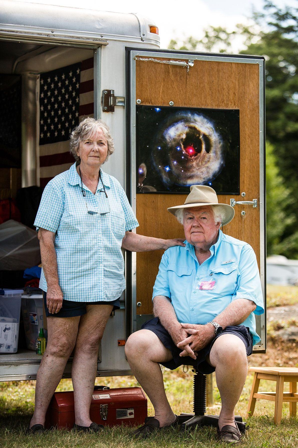 Dee y Roy Diffrient, de Monkton, Maryland, celebran 25 años de asistir a Stellafane.