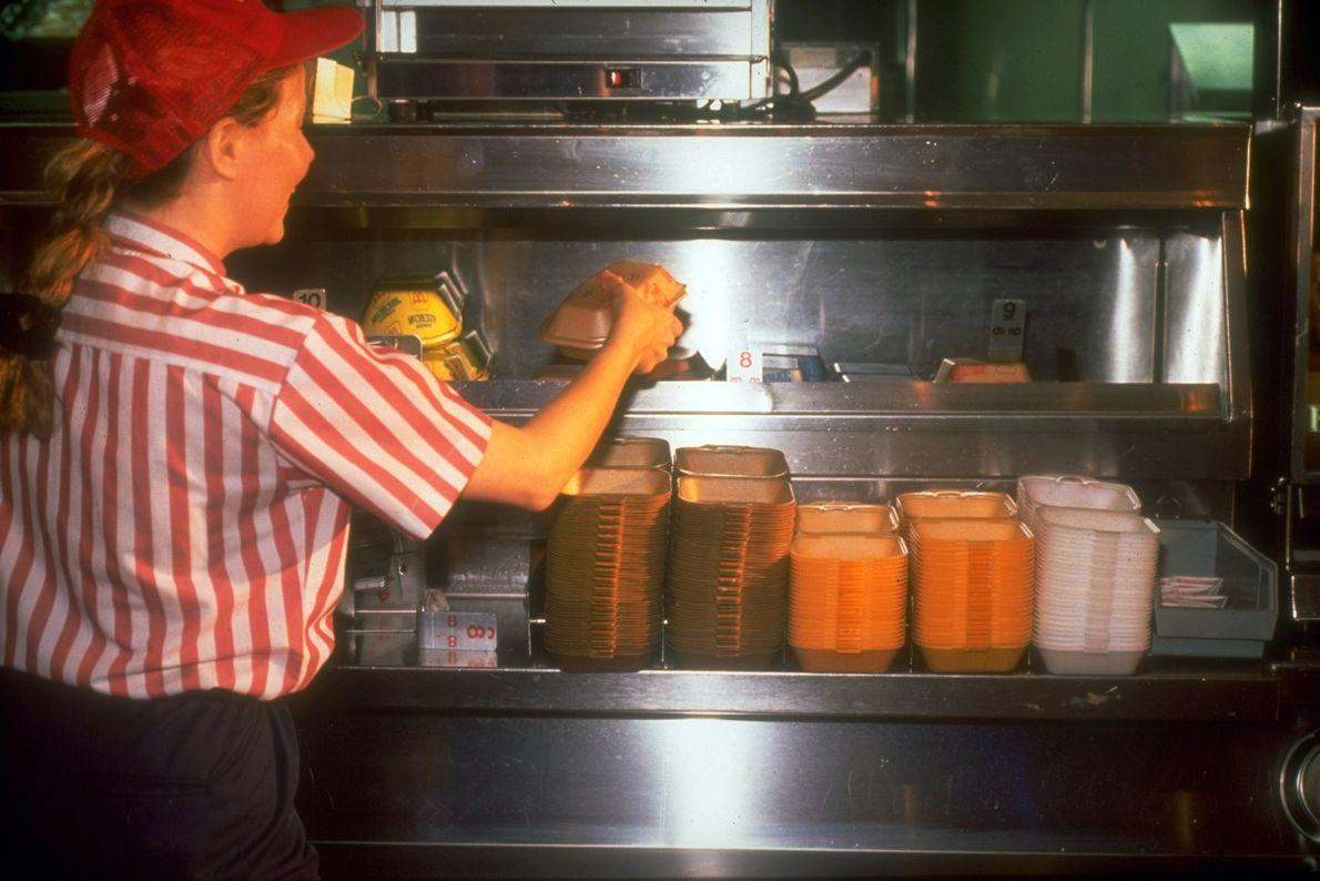 En 1986, McDonalds comenzó a usar envases biodegradables en respuesta a las críticas de los ecologistas ...