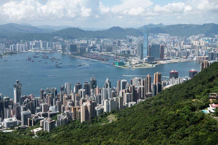 Aunque Hong Kong es conocida por sus edificios densamente poblados y su horizonte irregular, el 40 ...