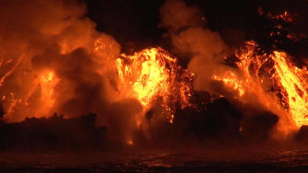 Esto ocurre cuando un volcán entra en erupción justo delante de ti
