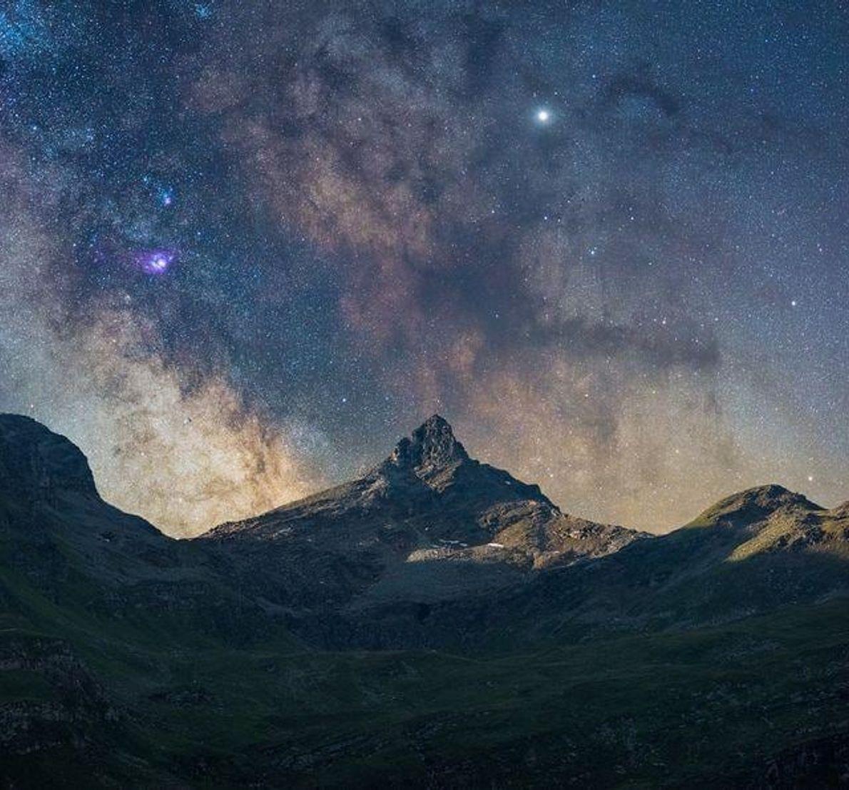 Subimos a las montañas durante la noche con los astrónomos de Vals. Nos contaron datos de ...