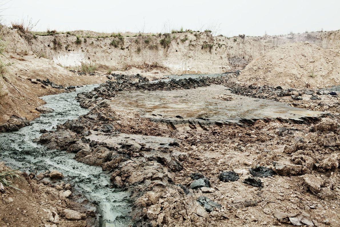Químicos desparramados de una de las curtiembres de Kanpur que terminan en el Ganges.