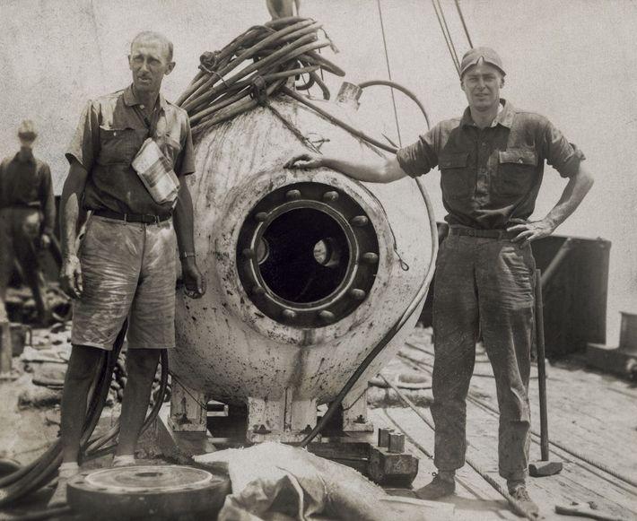 """""""Tras sumergirnos 400 metros bajo el mar, admiramos un mundo completamente nuevo para los ojos humanos, ..."""