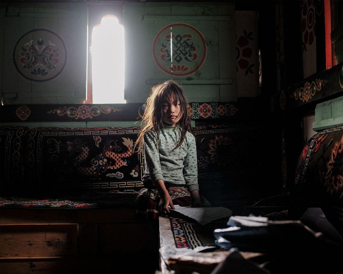 Karma Yangchen, de 6 años, acaba de empezar a estudiar.