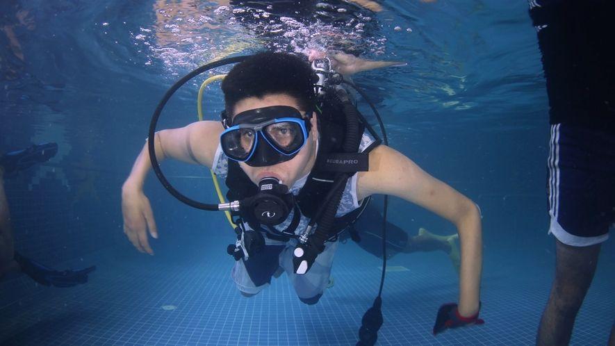 Un hombre mexicano paralizado recupera su libertad por medio del buceo