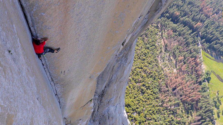 Mira el video de la escalada más peligrosa sin cuerda jamás realizada (Alex Honnold)