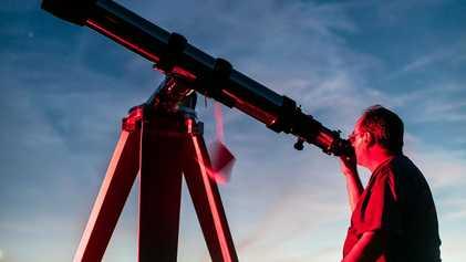 Por qué estas personas construyen telescopios desde cero