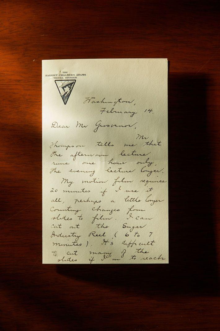En los archivos de National Geographic, un archivo de cartas, recortes de noticias y telegramas detalla ...