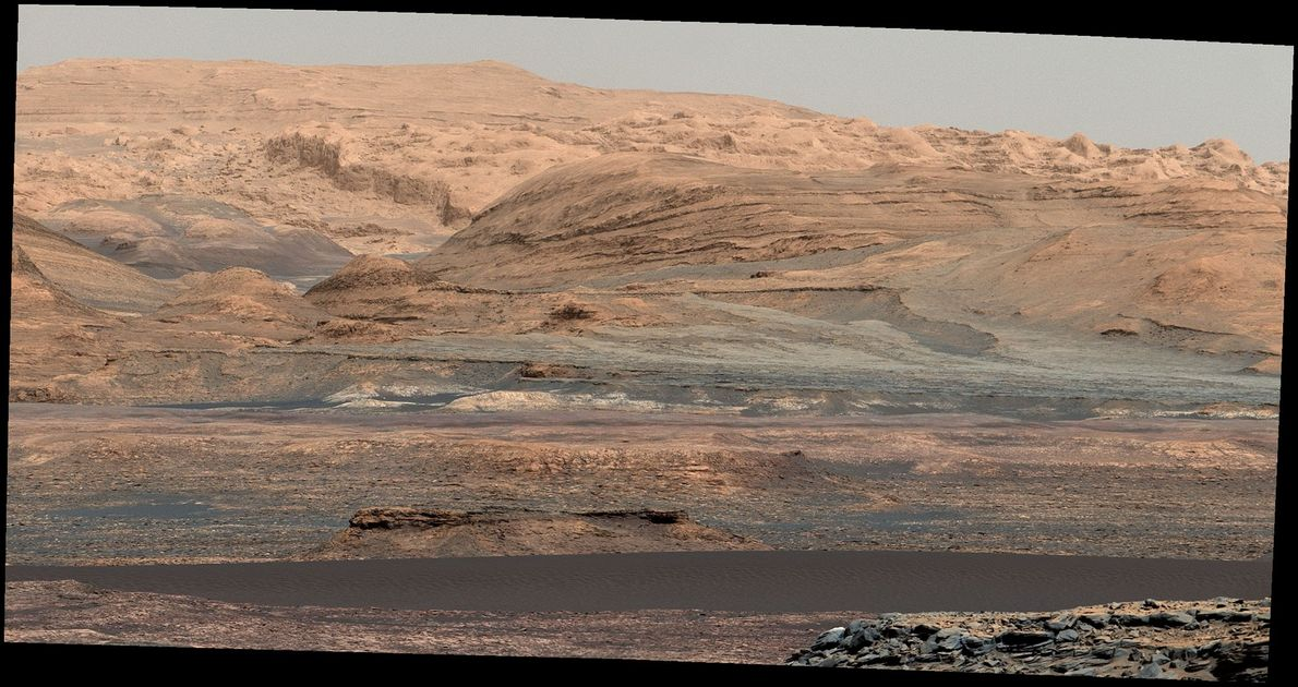 El rover Curiosity capturó las dunas Bagnold en el cráter Gale, el 25 de septiembre de ...