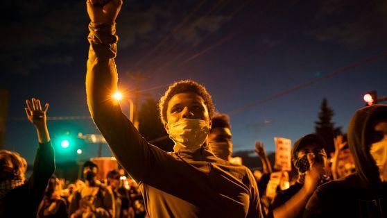 """""""Estamos sufriendo"""" Dolor e indignación en las calles de Minneapolis"""