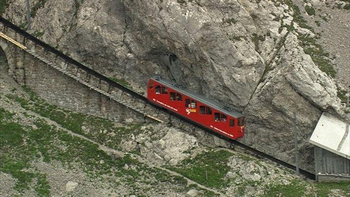 Viaja en el empinado tren alpino suizo