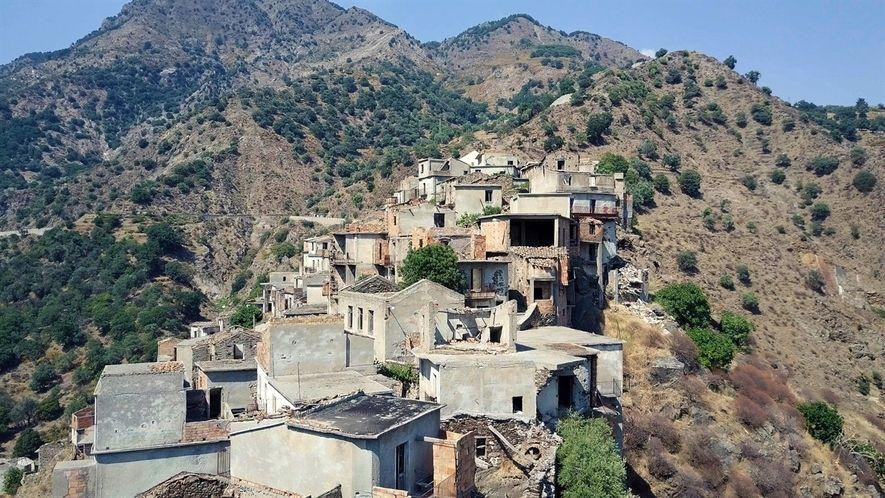 Conoce un pueblo fantasma en el sur de Italia