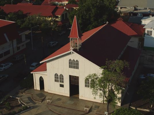 Escenas inéditas: Iglesia de Santa Bárbara   Sobrevolando