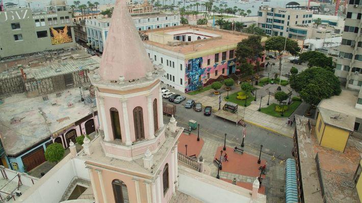 Escenas inéditas: Monumental Callao | Sobrevolando