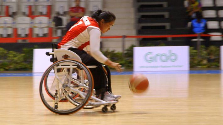 Conoce al primer equipo femenino de baloncesto en silla de ruedas de Camboya
