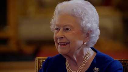 La reina Isabel II revisa por primera vez su coronación   La Coronación