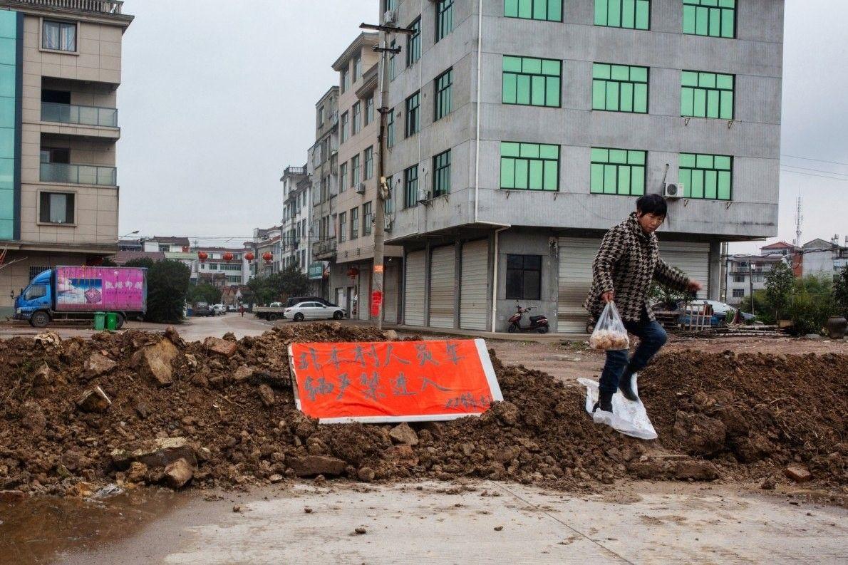 En Yongkang hay más de 700 aldeas y conforme se extendía la noticia del brote de ...