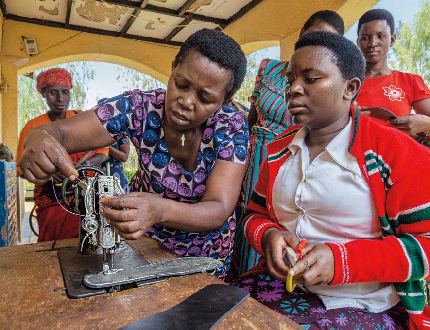 La Red de Mujeres de Ruanda proporciona espacios seguros para que las mujeres pasen tiempo juntas ...