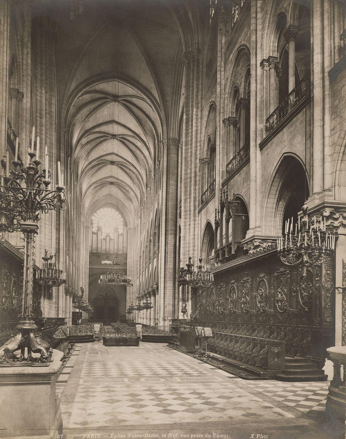 El interior de madera de Notre Dame se dice que fue destruido por el reciente incendio.