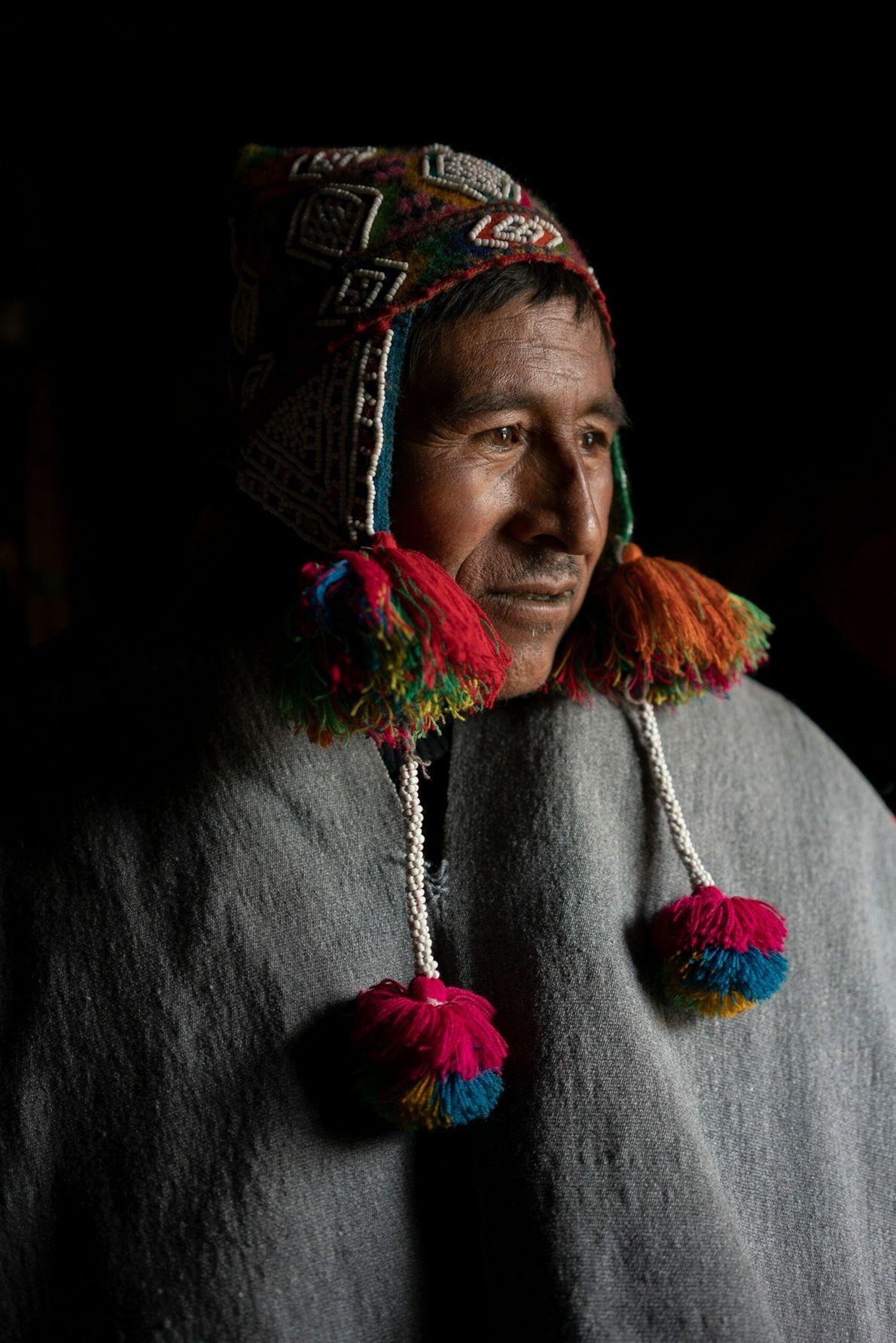 Lucio Uchura Ordoñez posa para un retrato dentro de su hogar en la comunidad Chuachua en ...