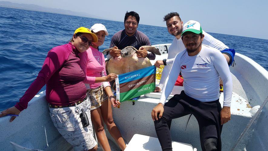 ¡Hay equipo! El explorador de National Geographic Gustavo HInojosa junto a Mariana Chávez, Ruth Ramírez, Ariel ...