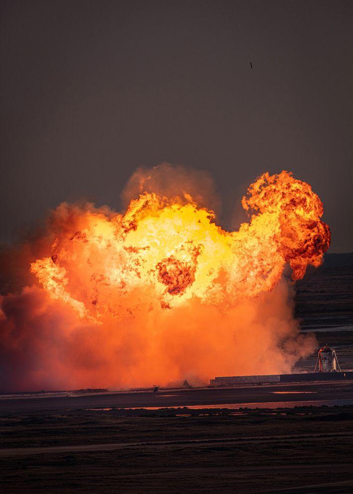 Los momentos finales y ardientes de la nave número  8 de SpaceX, un prototipo del módulo ...