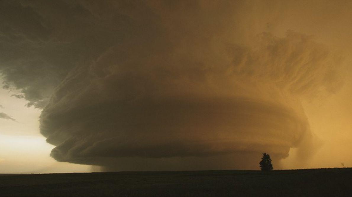 Una formación de nubes madre raras navega sobre Childress, Texas. Los cazadores de tornados pasaron siete ...