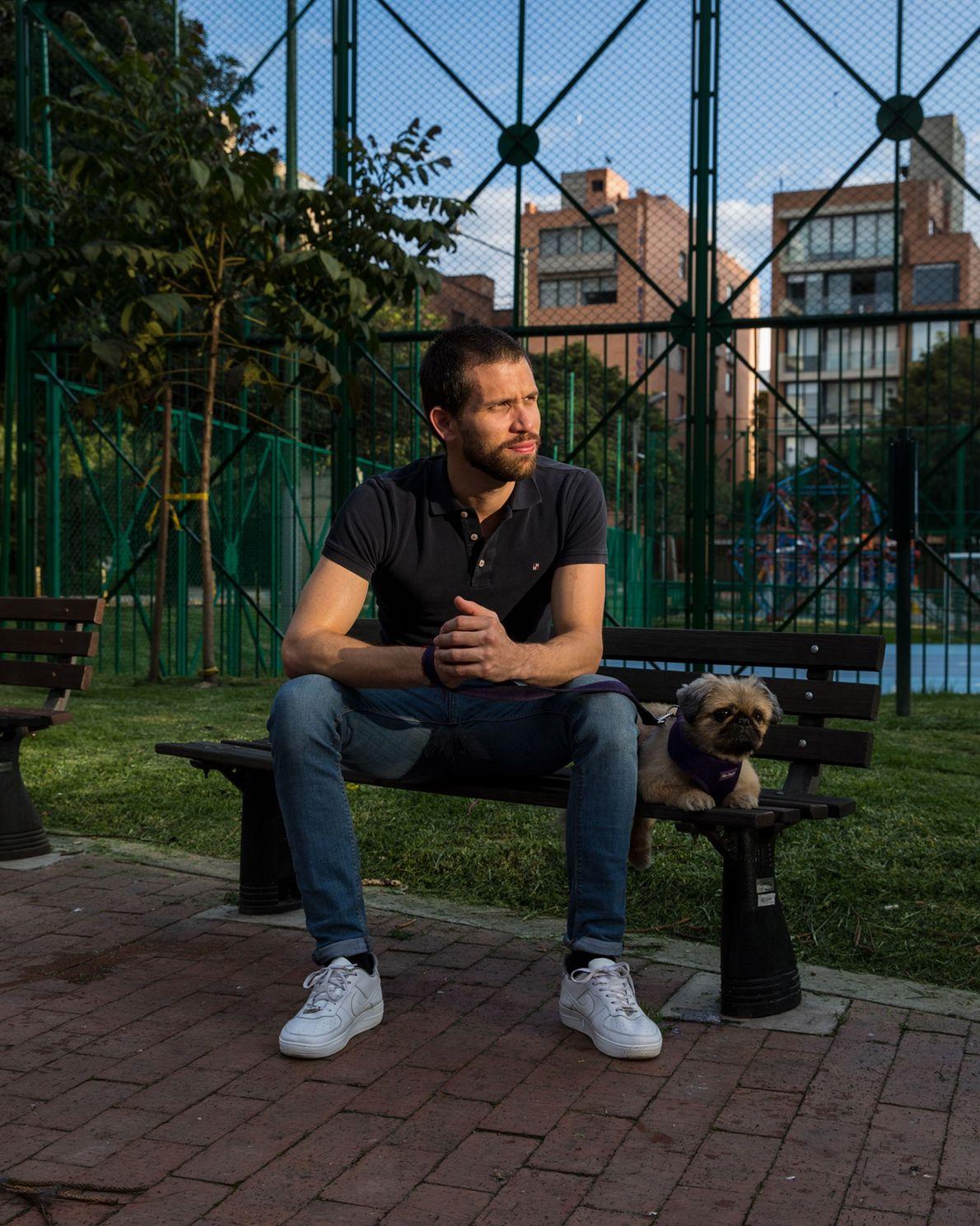 Johan Gallo nació y creció en Venezuela y ahora tiene doble ciudadanía en Colombia. Trabaja como ...