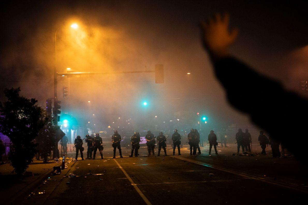 El fotógrafo David Guttenfelder lleva 20 años cubriendo conflictos en el extranjero; hoy le toca ver ...