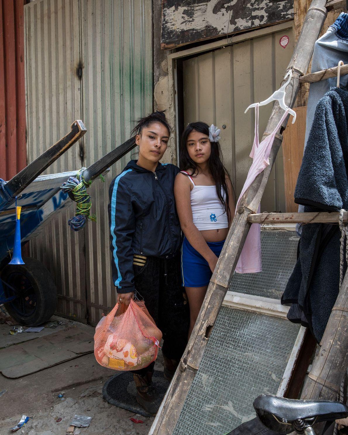 Angie Patrícia Giraldo Duarte y su hija de nueve años, Karen, viven en Unir II. La ...