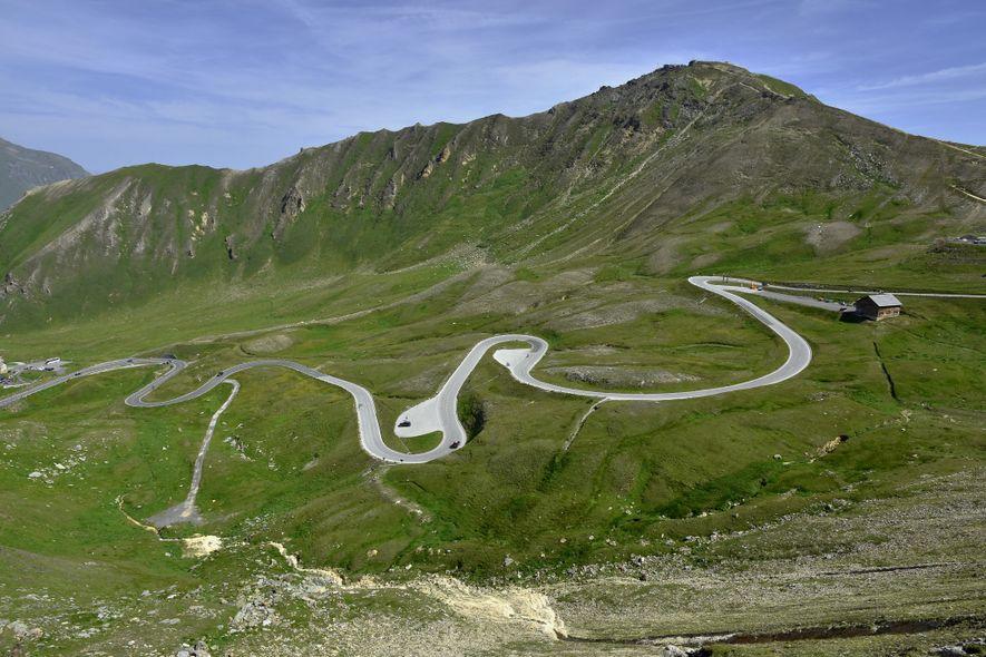 A lo largo de sus 77 kilómetros, la Carretera Alpina del Grossglockner recorre Austria de norte ...