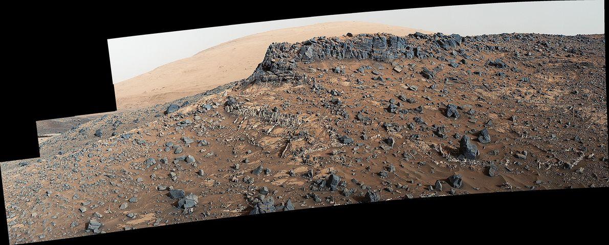 Los investigadores utilizaron el rover Curiosity en marzo de 2015 para examinar la estructura y composición ...
