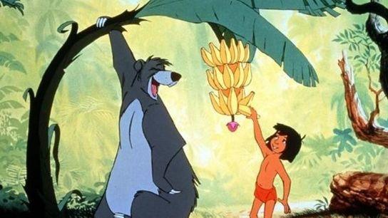 La historia de Mowgli, un niño que vive entre animales en los bosques de la India, ...